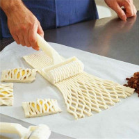 High Quality Small Plastic Pizza Cracker Slices Cakes Baking Tools Dough Roller Lattice Cutting Tools